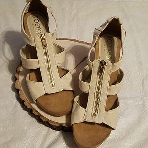Toetos New York Beige Zip Front Sandals Sz 9M